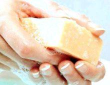 Хозяйственное мыло, как средство борьбы с прхотью